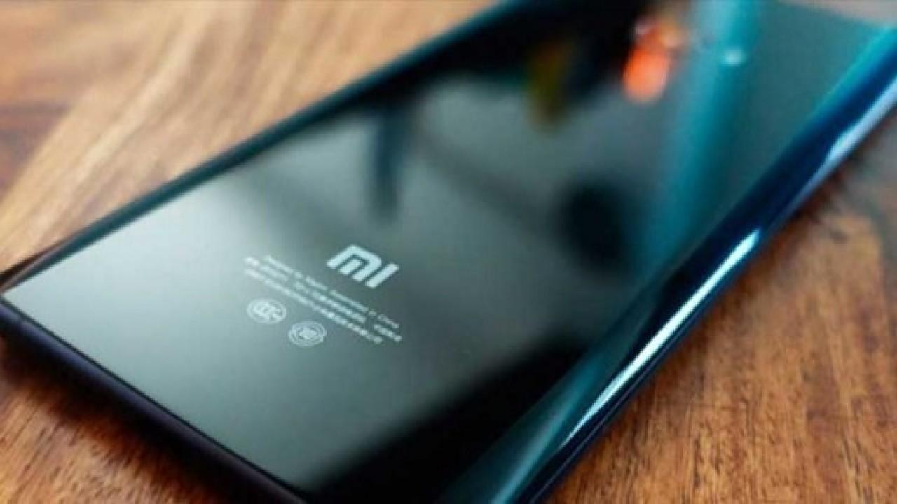 Xiaomi Mi 6 Plus'ın Sızan Arka Panel Görüntüsü, Mi 6 İle Benzer Tasarımı Ortaya Koyuyor