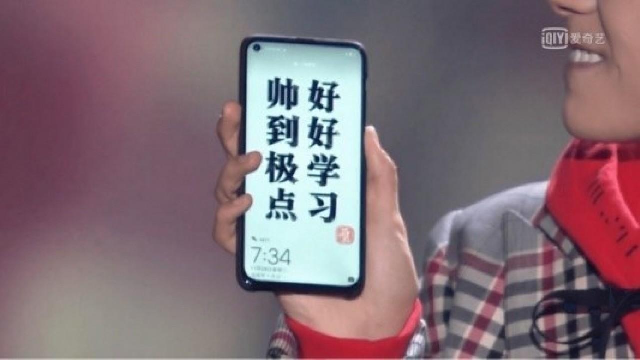 Huawei Nova 4 Görseli, Ön Kamera için Ekranda Delik Olduğunu Gösteriyor