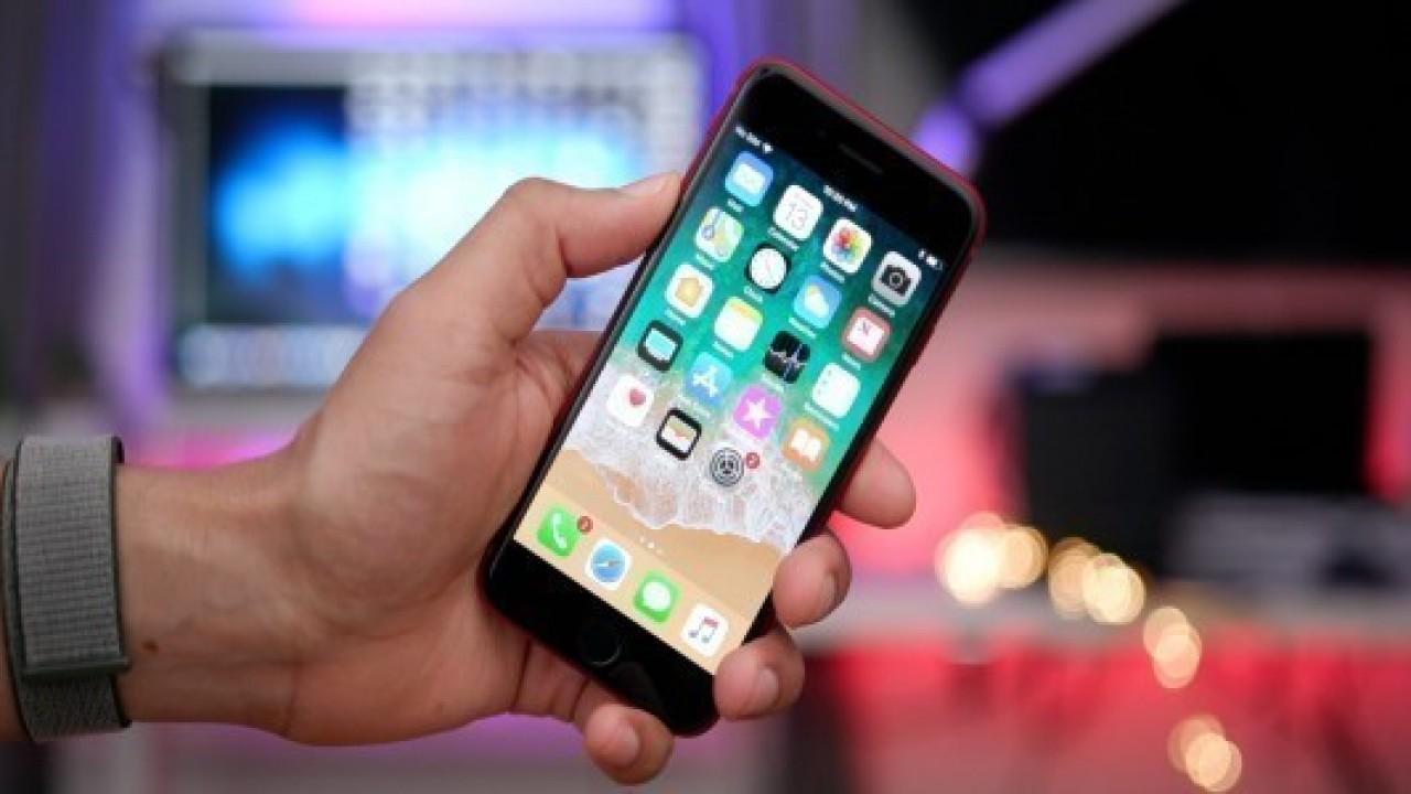 Kırmızı renkli iPhone 8 ailesi n11.com'da satışta