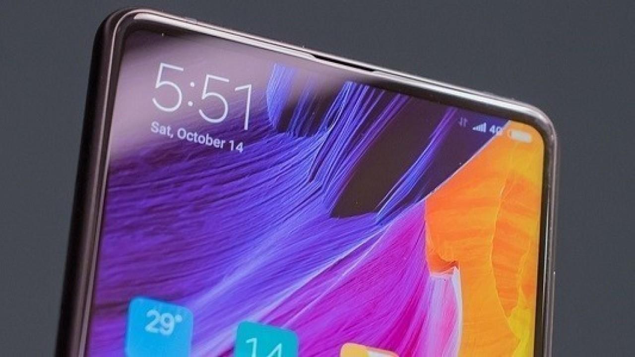 Xiaomi Mi Mix 3 Beyaz Rengiyle Göz Kamaştırıyor