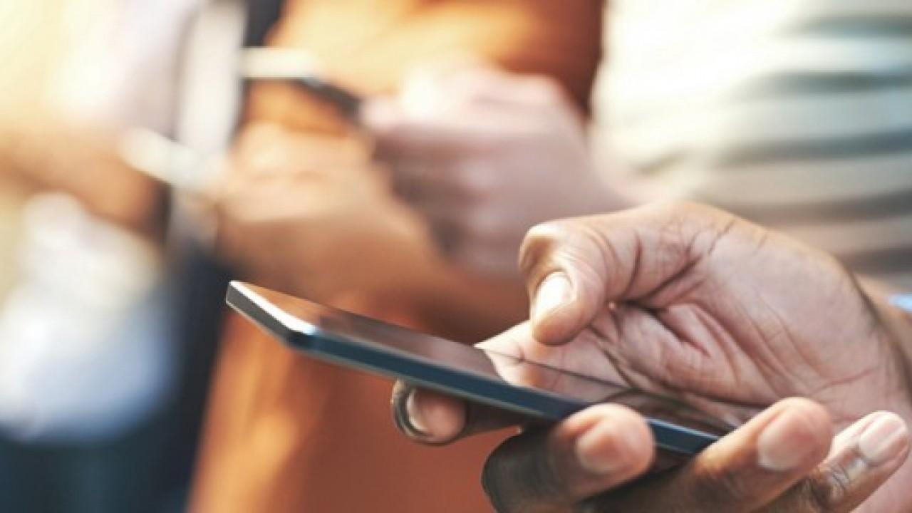 Telefon kullananların yarısından fazlası, mobil tanışma uygulamalarını kullanıyor