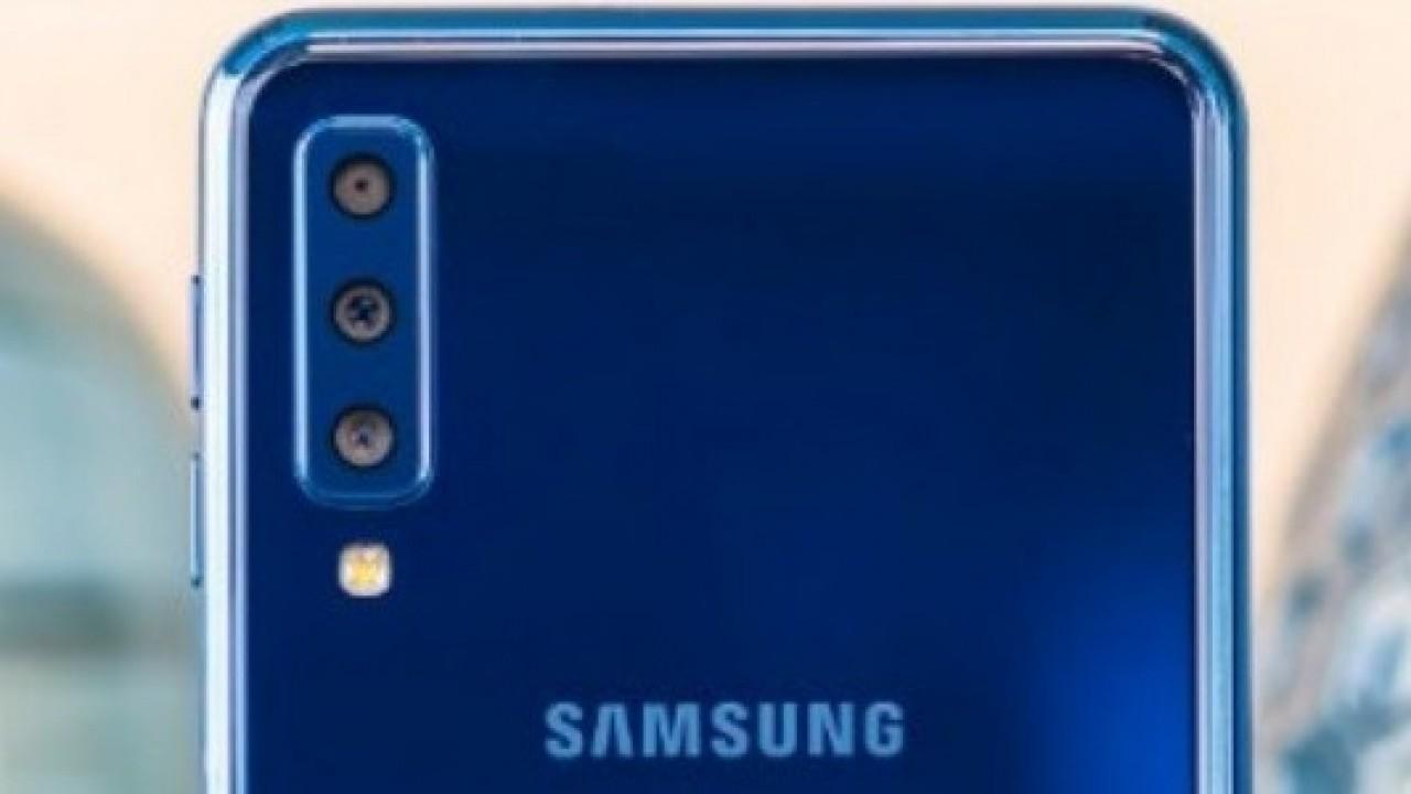 Samsung'un Katlanabilir Akıllı Telefonu, Üçlü Arka Kamera ile Gelecek