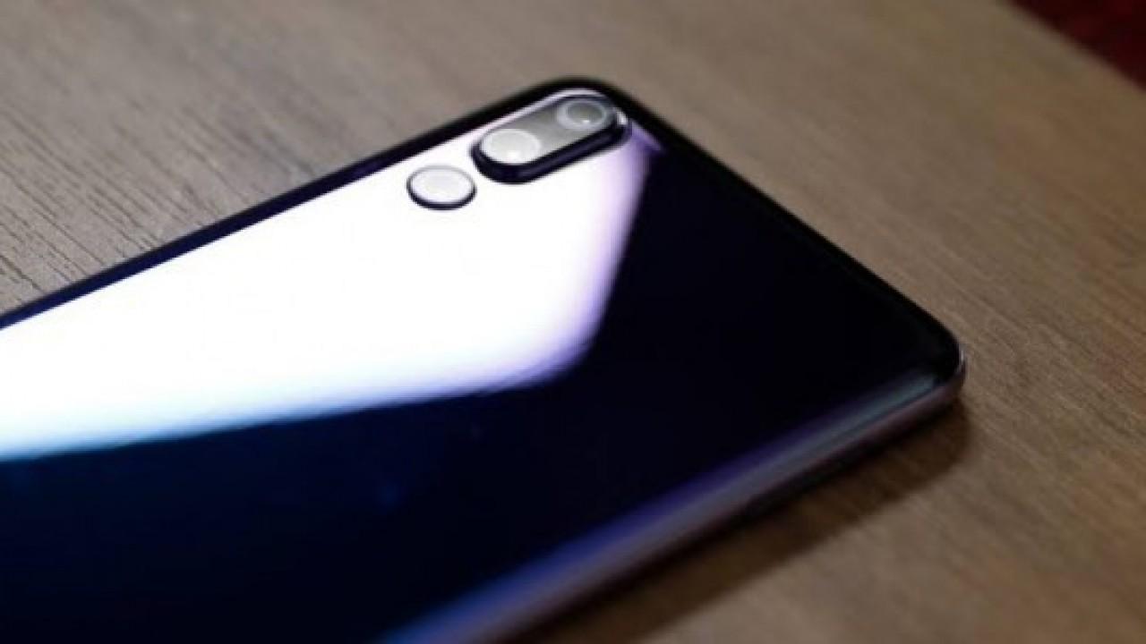 Sızan Görüntüler, Huawei P30 Pro'nun Garip Tasarımlı Dörtlü Kamera Kurulumunu Gösteriyor