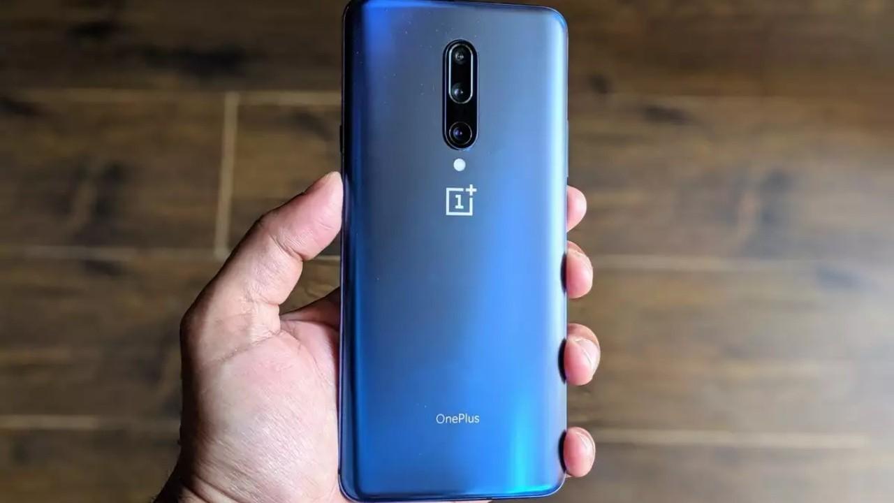 Oneplus 7 Ayna Mavi Rengi ile Satışa Sunuluyor