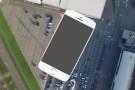iPhone 6S'in üzerine, kaynayan zift döktüler