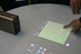 Sony'den, Android'li ve dokunmatik projektör