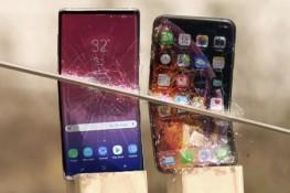 iPhone Xs Max ile Galaxy Note 9'a kılıçla vurursanız ne olur?
