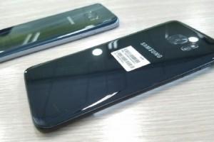 Galaxy S7 Edge Parlak Siyah Fotoğraf Galerisi