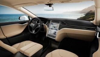 Tesla güncellenmiş otomatik pilotu ile karşımızda