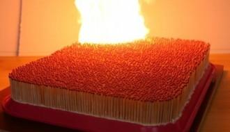 iPhone 7'i, 10 bin adet kibritle yaktılar