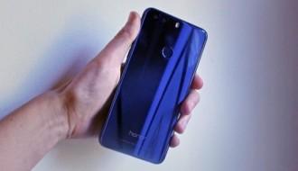 Huawei Honor 8'in kutu açılışı ve dayanıklılık testi