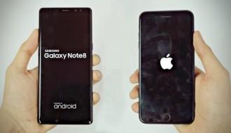 iPhone 8 Plus ile Galaxy Note8 kırmızı şarabın içine atıldı