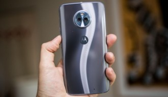 Moto X4'in kutu açılış videosu