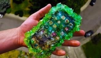 iPhone X'i şekerden kristal yapıp 100 FT'den attılar