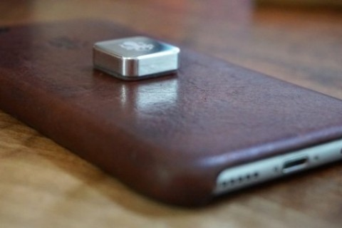 2000 mikro mıknatıs ile bezenen <strong>iPhone X</strong>, aşağıya atıldı