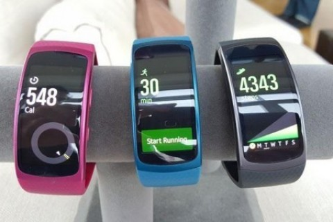 <strong>Samsung Gear Fit 2 Pro</strong>'ya ait kutu a&ccedil;ılış videosu