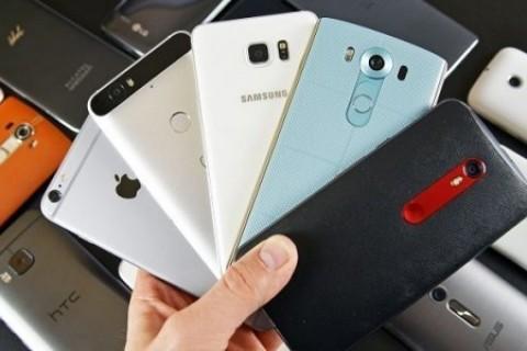 Ge&ccedil;en yılın en iyi <strong>akıllı cep telefonları</strong>