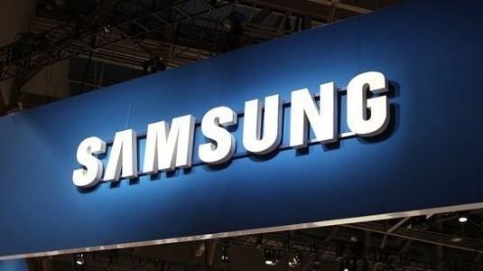 Samsung'un kapaklı üst seviye akıllısı Rose Gold rengi ile göründü