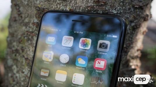 Bloomberg: Sadece Bir İphone 8 için OLED Ekran Planlandı