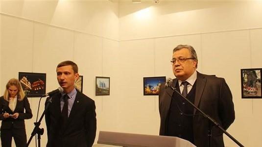 Türk Polisi Rusya Büyükelçisi Karlov'u öldüren kişinin iPhone'unun şifresini istiyor