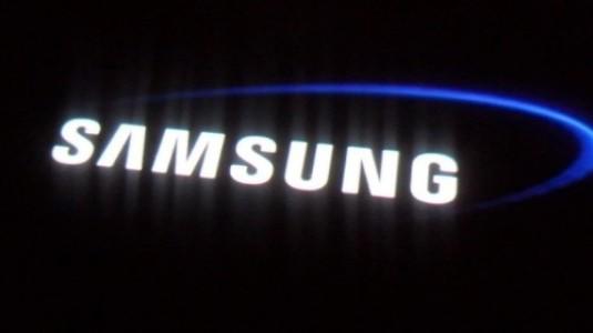 Samsung Galaxy S7 edge'nin bir kavanoz su ile imtihanı