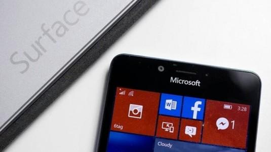 Microsoft,  2017 başlarında üç yeni Surface Phone premium seviye akıllı telefon duyurabilir.