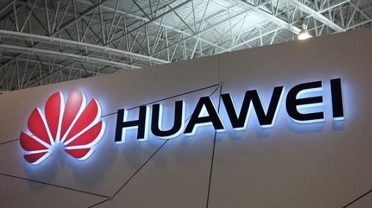 Huawei P9 akıllı telefonun duyuru öncesinde siyah rengi ortaya çıktı