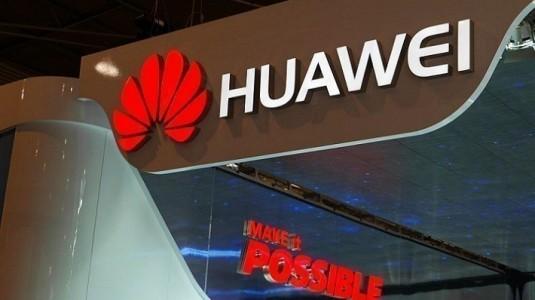 Huawei'nin yeni amiral gemisi Superman ve Scarlett Johansson tarafından tanıtılacak