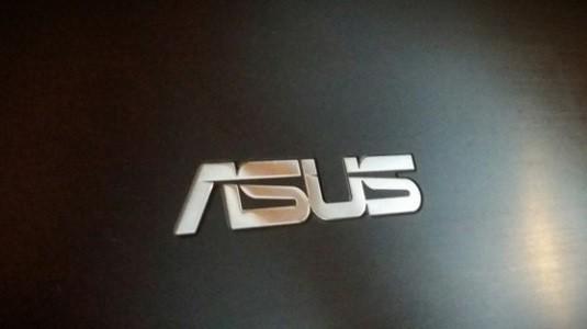 Asus'un yeni Zenbook 3 modeli, Apple'ın Macbook modeline rakip olarak geldi