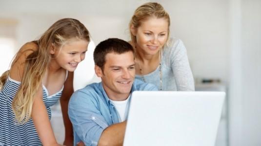 Teknolojiye Bakışta Anneler Daha Otoriter