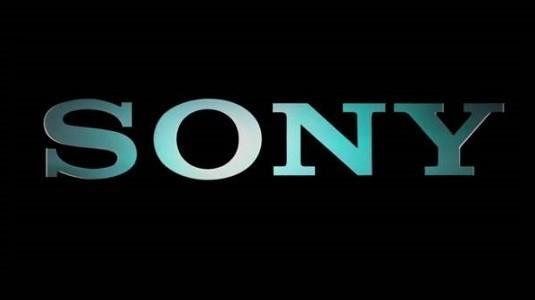 Glacier White PlayStation 4 Slim satışa sunulmaya hazırlanıyor