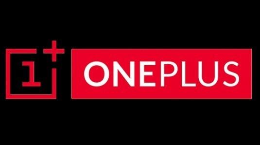 Emily Ratajkowski, OnePlus'ın Dash Charge hızlı şarj teknolojisi anlatıyor