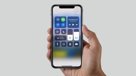 Ön siparişle iPhone X satın aldı, 230 bin TL'ye satışa sundu