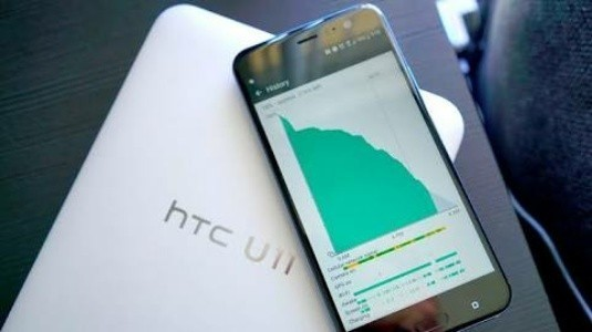 HTC U11 Life Brilliant Black Rengi ile Ortaya Çıktı