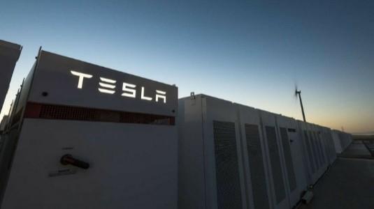 Tesla, Avustralya'da Dünyanın En Büyük Bataryasını Üretiyor