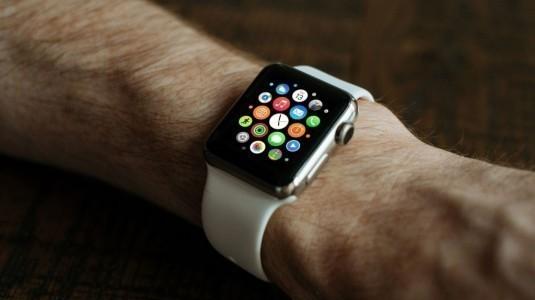 Apple, LTE destekli Watch modeli için reklam videoları yayınladı