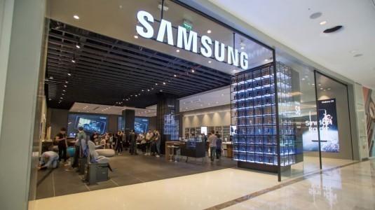 Samsung, EMAAR Square Mall AVM'de mağazasını açtı