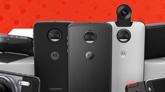 Moto Z2, Çin Resmi Sitesinde Moto Mod'larla Birlikte Görüntülendi