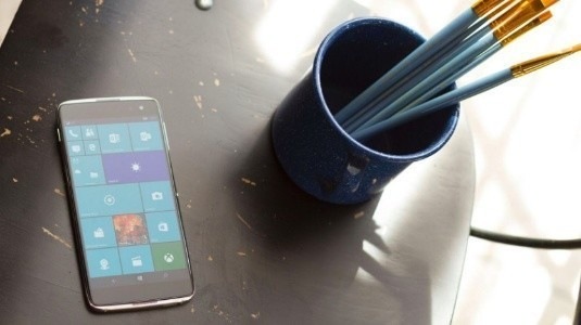 Microsoft, Alcatel'in Windows 10 Mobile Amiral Gemisi için Almanya'daki Ön Siparişleri Başlattı