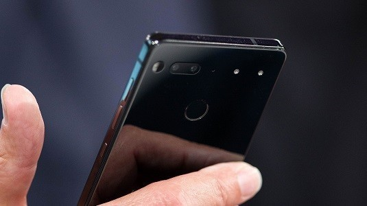 Çerçevesiz Ekrana Sahip Essential Phone Telefonu Ağustos Ayında İlk Parti Satışına Başlayacak
