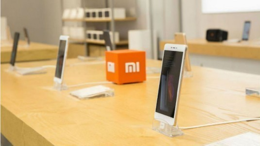 Xiaomi, Yeni Mağazalar Açmak ve Yurtdışı Genişlemesine Devam Etmek için 1 Milyar Dolar Kredi Alıyor