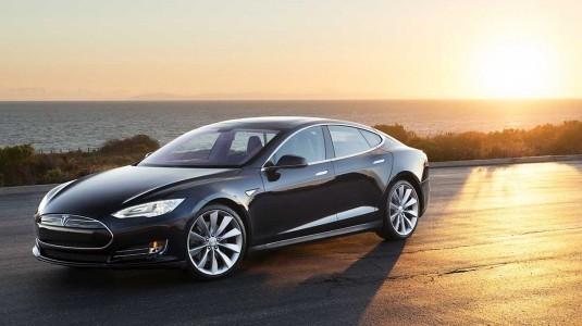 Tesla Model 3, seri üretim bandından iniyor