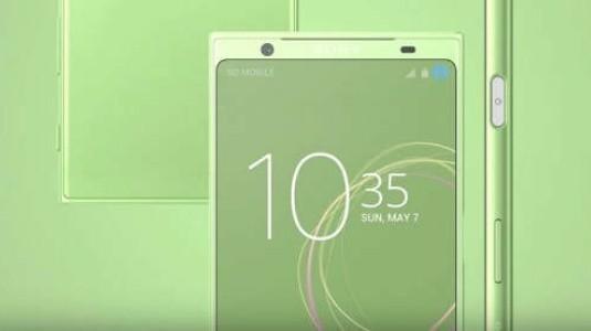 Sony Xperia XZ1'in Arka Panel Görüntüsü Çok Büyük Flaş Yuvasını Gösteriyor