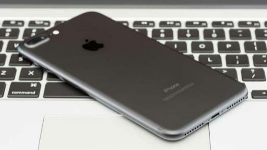 IPhone 7s Plus Ana Kart Görseli, Kamera, A11 Yongası ve Intel Modemi Ortaya Koyuyor