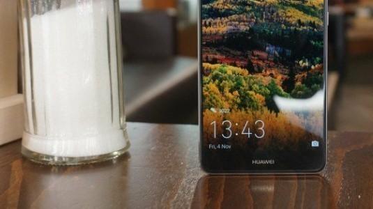 Huawei Mate 10'un Çerçevesiz Ekranı, EntireView Display Adını Alacak