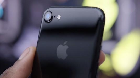Jet Black İPhone 7 ve İPhone 7 Plus, 32GB Depolama Seçeneği ile İndirimli Fiyattan Satışa Sunuldu