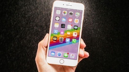 iPhone 8 çizilme, yanma ve bükülme testine tabi tutuldu