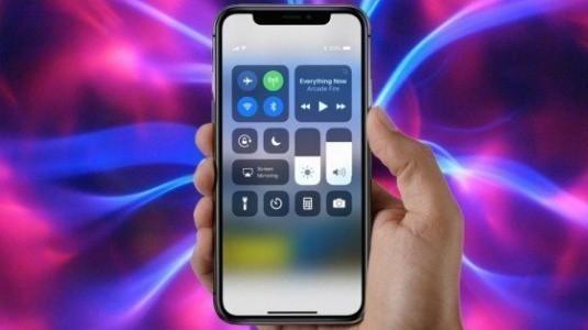 iPhone X, iPhone 8 Plus'tan Biraz Daha Büyük bir Bataryaya Sahip