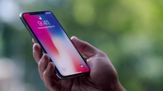 FCC Başkanı Apple'ı iPhone'larda FM Radyo'yu Etkinleştirmeye Çağırdı