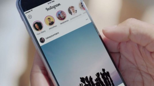 Instagram, Hikayeler'i Doğrudan Facebook'ta Paylaşmayı Test Ediyor